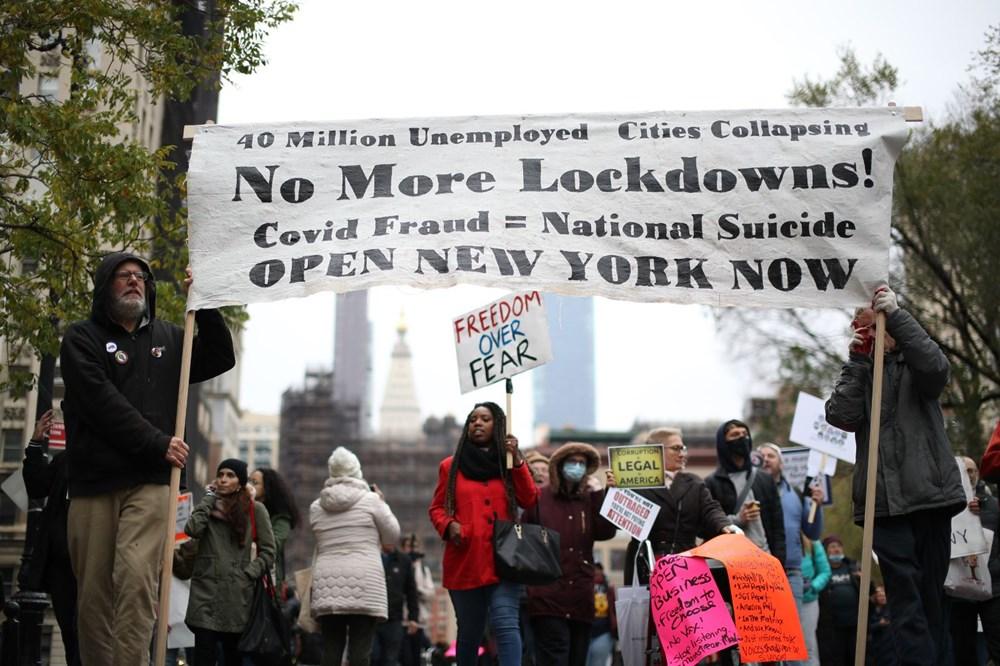 New York'ta karantina karşıtları maske yaktı - 15