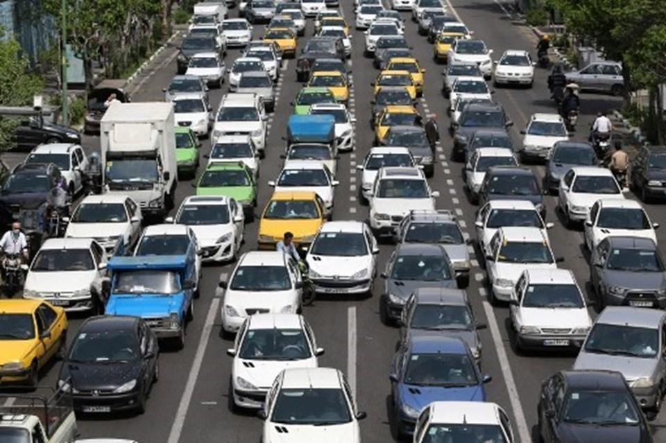 Yasağınkaldırılması ile birliktebaşkent Tahran ve diğer şehirlerde yoğun trafik oluştuğu görüldü.