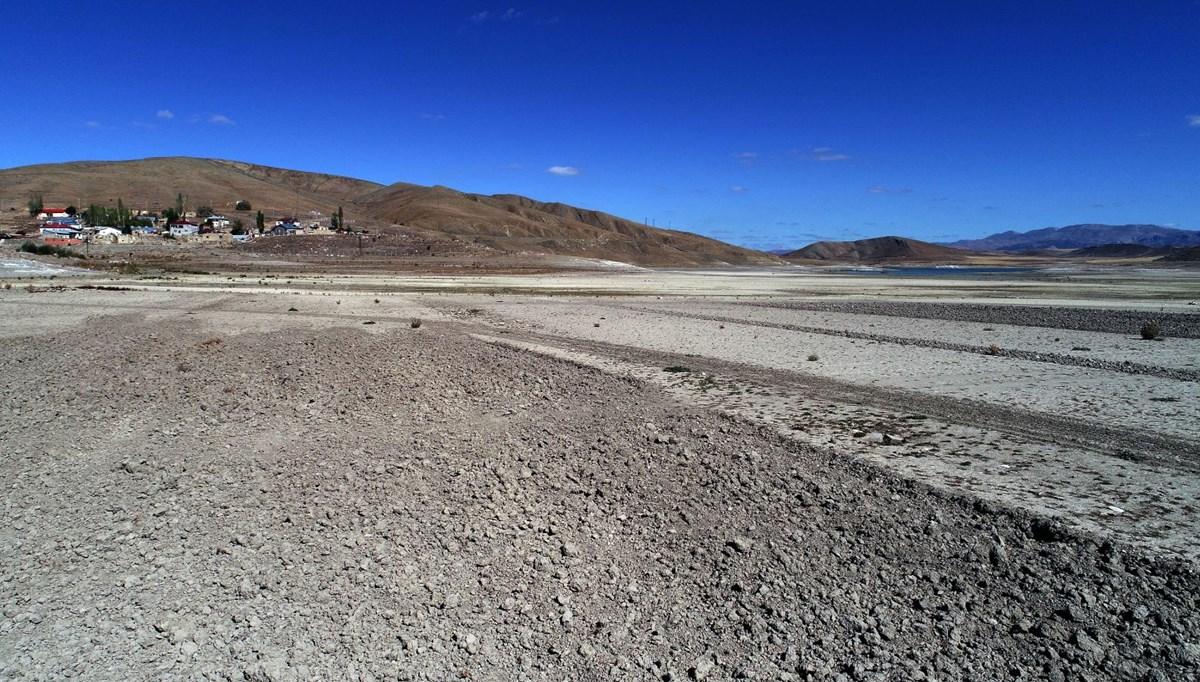 Karacalar Barajı'nın suyu 300 metre çekildi, zemin tarım arazisine dönüştü