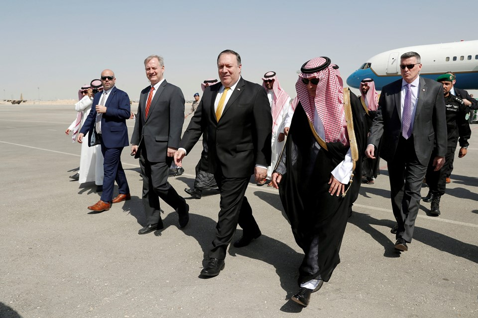 Pompeo'yu Suudi Arabistan Dışişleri Bakanı Adil el-Cubeyr karşıladı.