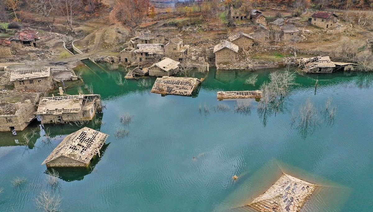 Isparta'da baraj suları altında kalan evlerin görüntüsü ilgi çekiyor