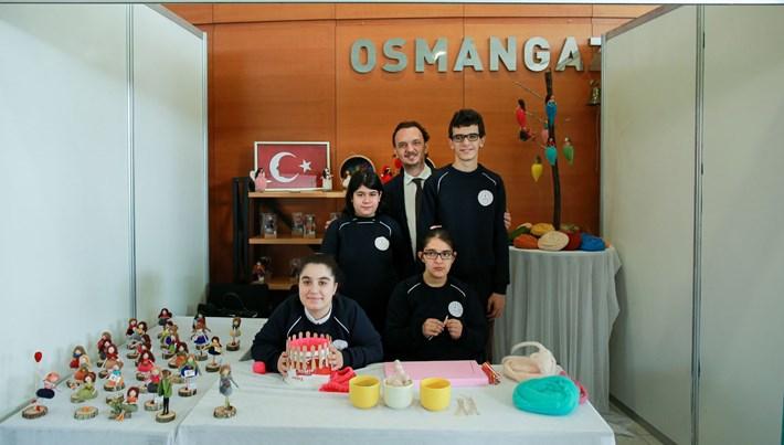 Engelsiz Eğitim'in özel öğrencileri <br />Bursa'da 'Sanata Engel Yok' dedi