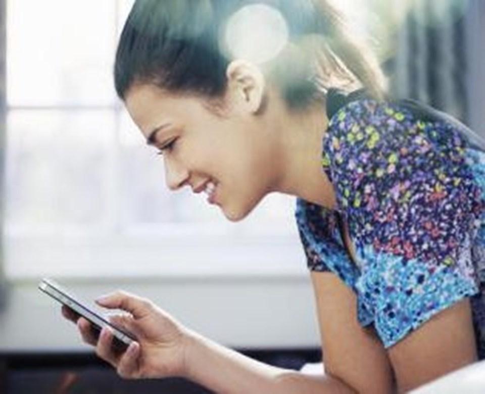 Pittsburgh Üniversitesi'nde yapılan araştırmaya göre, sosyal medyayı aşırı şekilde kullananların uyku bozukluğu riski 3 kat artıyor.