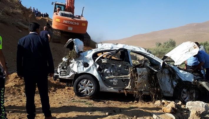 Virajı alamayan otomobil takla attı: 3 ölü