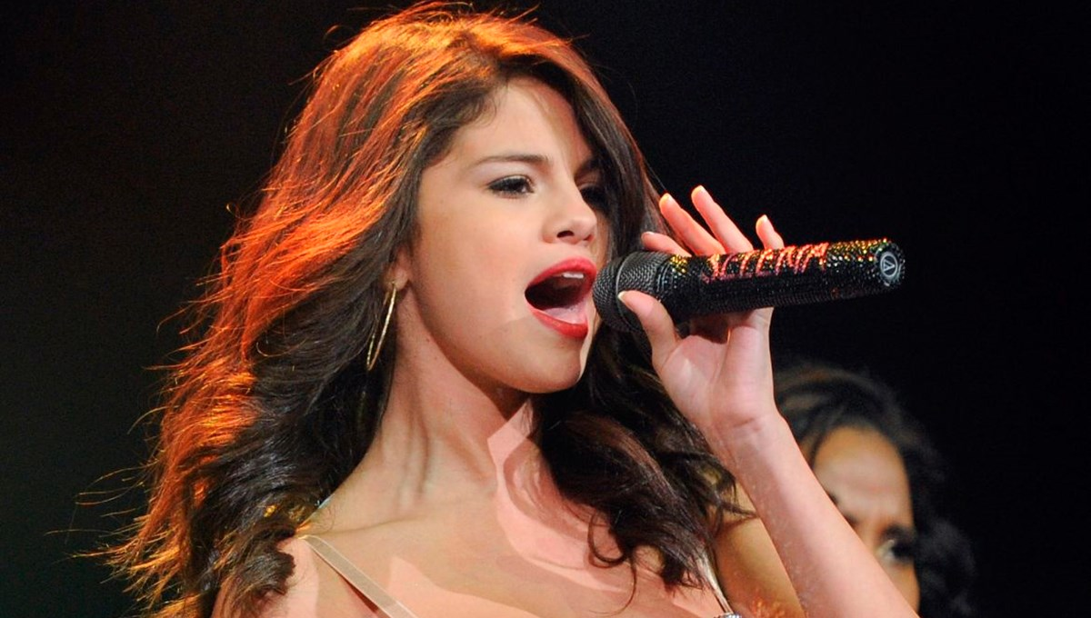Selena Gomez'den Zoom'la kaydedilmiş İspanyolca albüm
