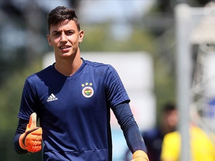 Fenerbahçe kaleci Berke Özer'i yeniden KVC Westerlo'ya kiraladı