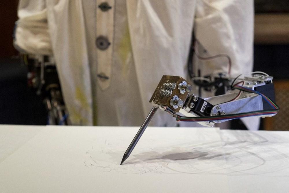 Robot Ai-Da'dan otoportre sergisi - 2
