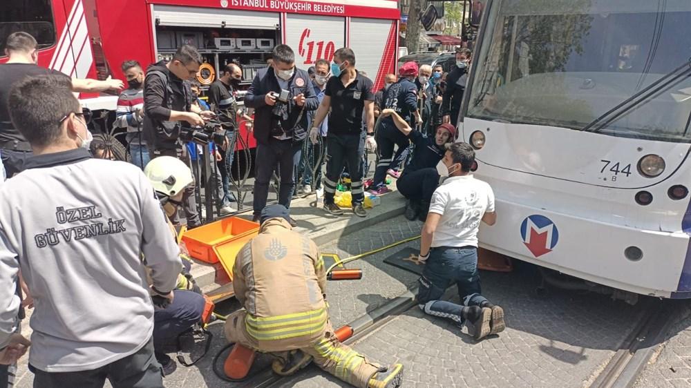 İstanbul'da bir kişi tramvayın altında kaldı - 3