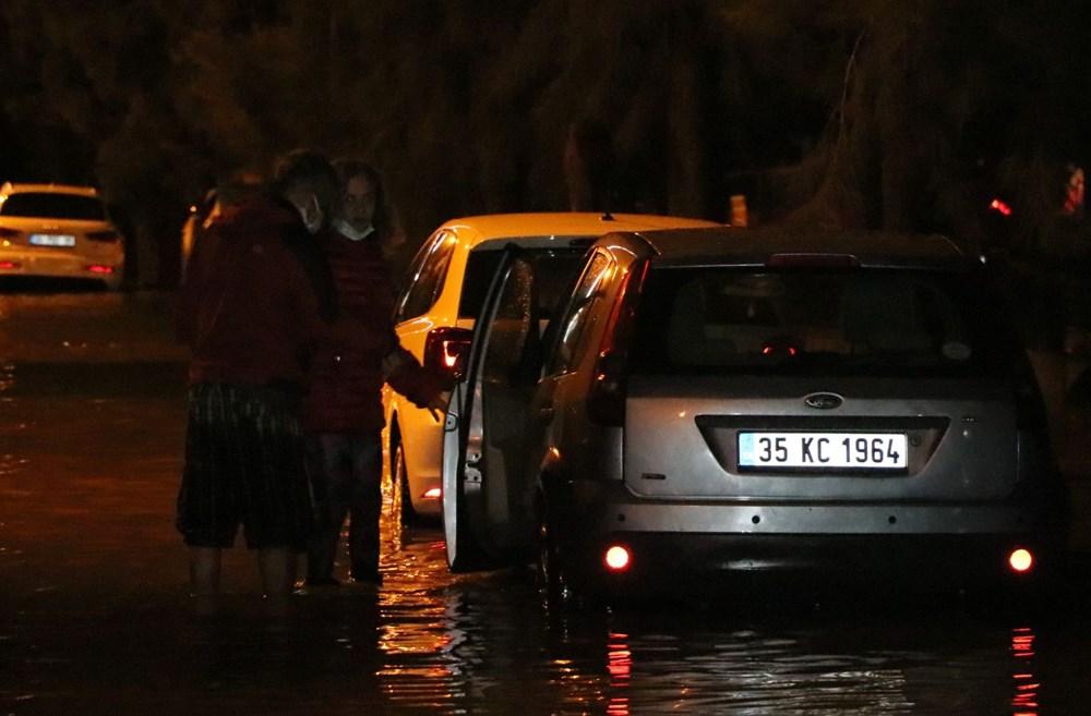 İzmir'de yağışın ardından deniz taştı: 1 kişinin cansız bedenine ulaşıldı - 16