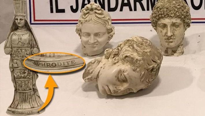 Roma dönemine aitmiş gibi gösterdikleri sahte heykele İngilizce 'Aphrodite' yazdılar