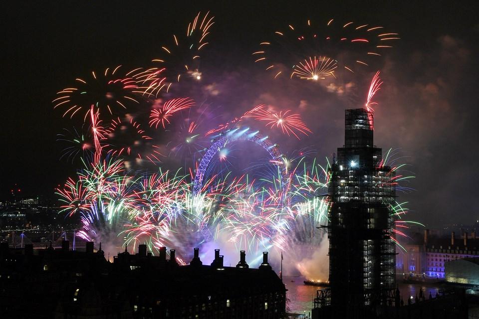 Yılbaşı kutlamalarında Big Ben görünümü