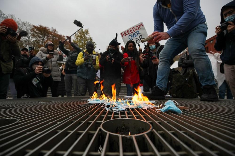 New York'ta karantina karşıtları maske yaktı - 9