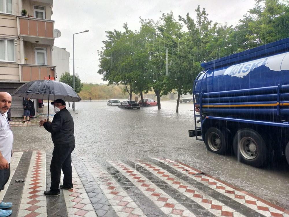İstanbul'u sağanak vurdu: Evleri su bastı, araçlar mahsur kaldı - 7