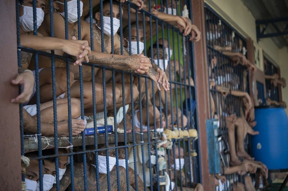 El Salvador'da 'balık istifi' hapishane - 2
