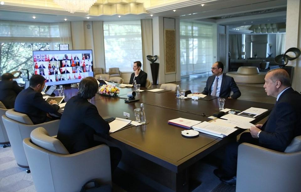 Cumhurbaşkanlığı Kabinesi, Cumhurbaşkanı Recep Tayyip Erdoğan başkanlığında toplandı. Kabine toplantısı, video konferans yöntemiyle gerçekleştirildi.
