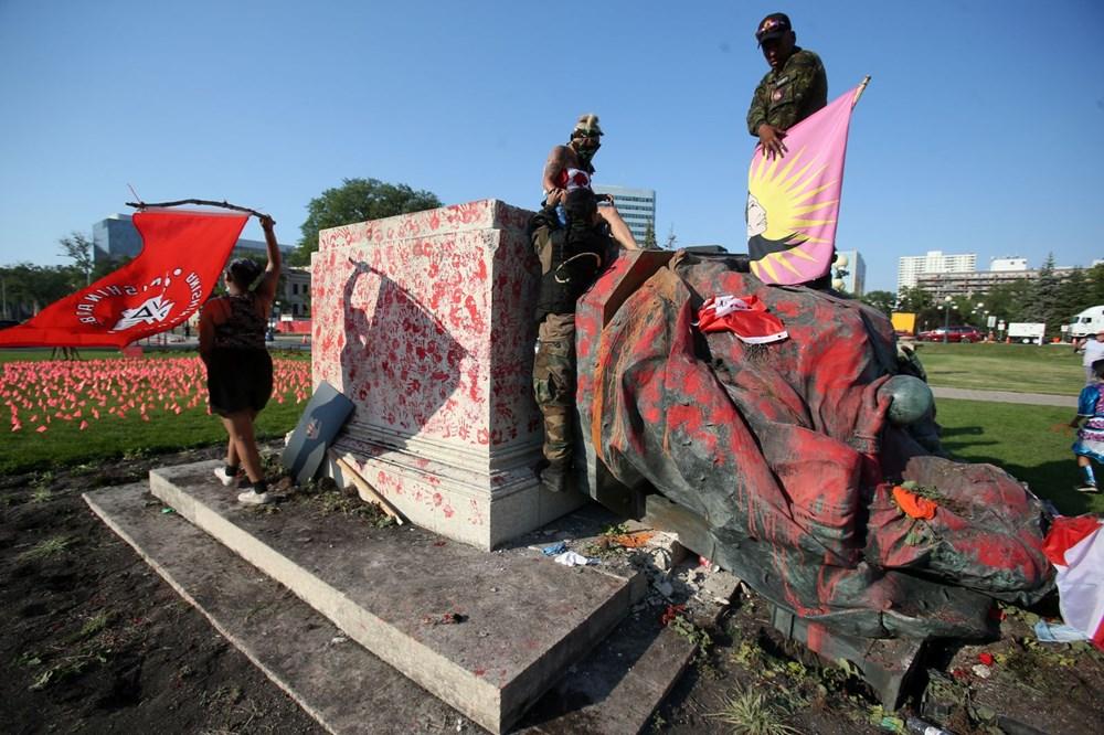 Kanada'da toplu çocuk mezarları protestoları: Kraliçe'nin heykeli yıkıldı - 2
