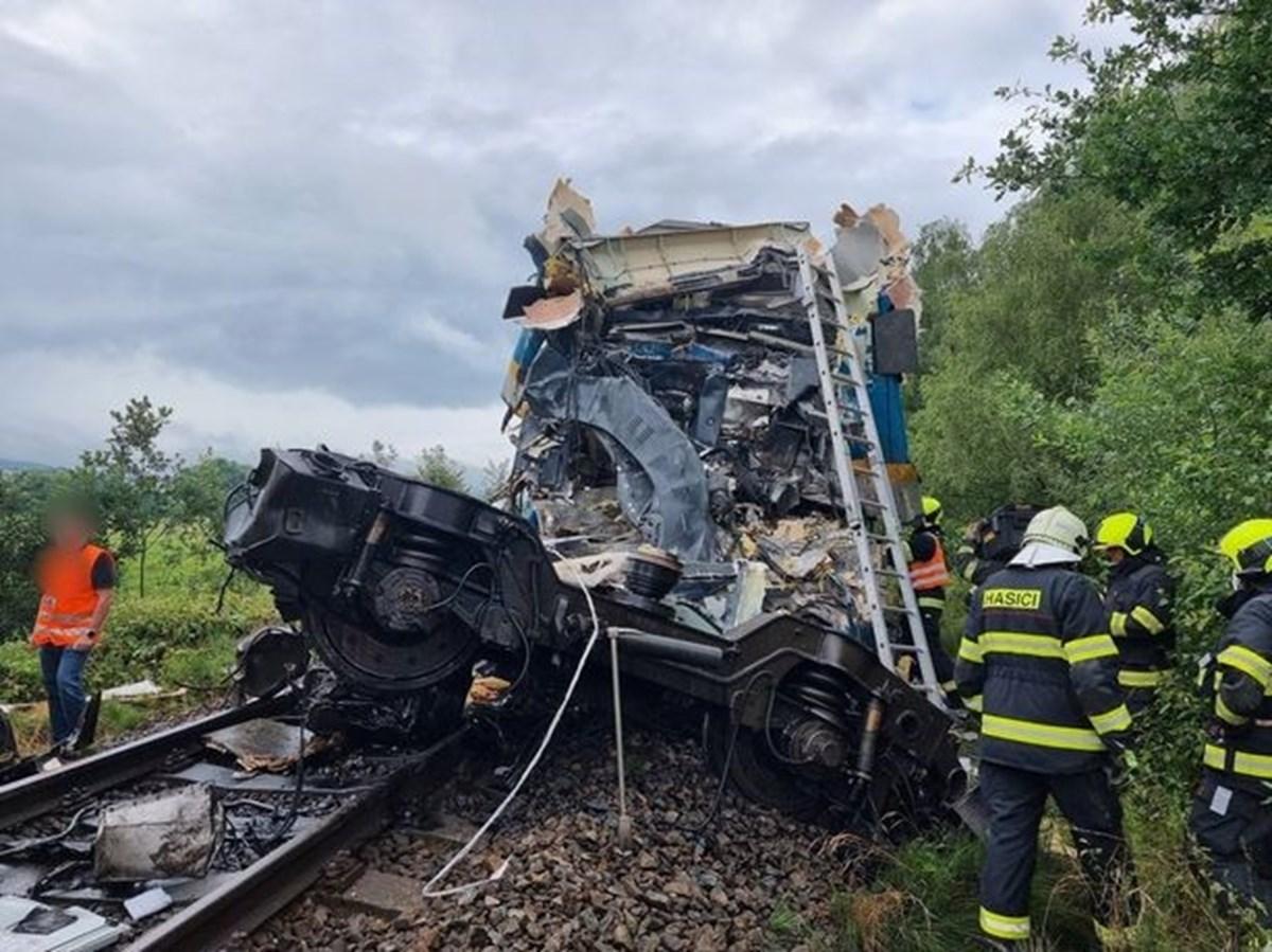Çekya'da iki trenin çarpışması sonucu 2 kişi öldü, 50 kişi yaralandı