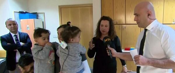 NTV ekibi, minik ikizlerin ilk duyuşuna tanık oldu