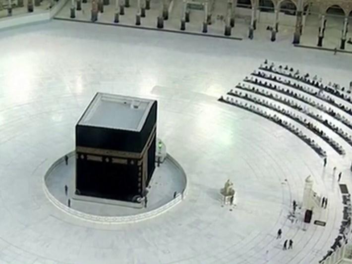 Müslüman dünyası bayramı salgının gölgesinde kutluyor