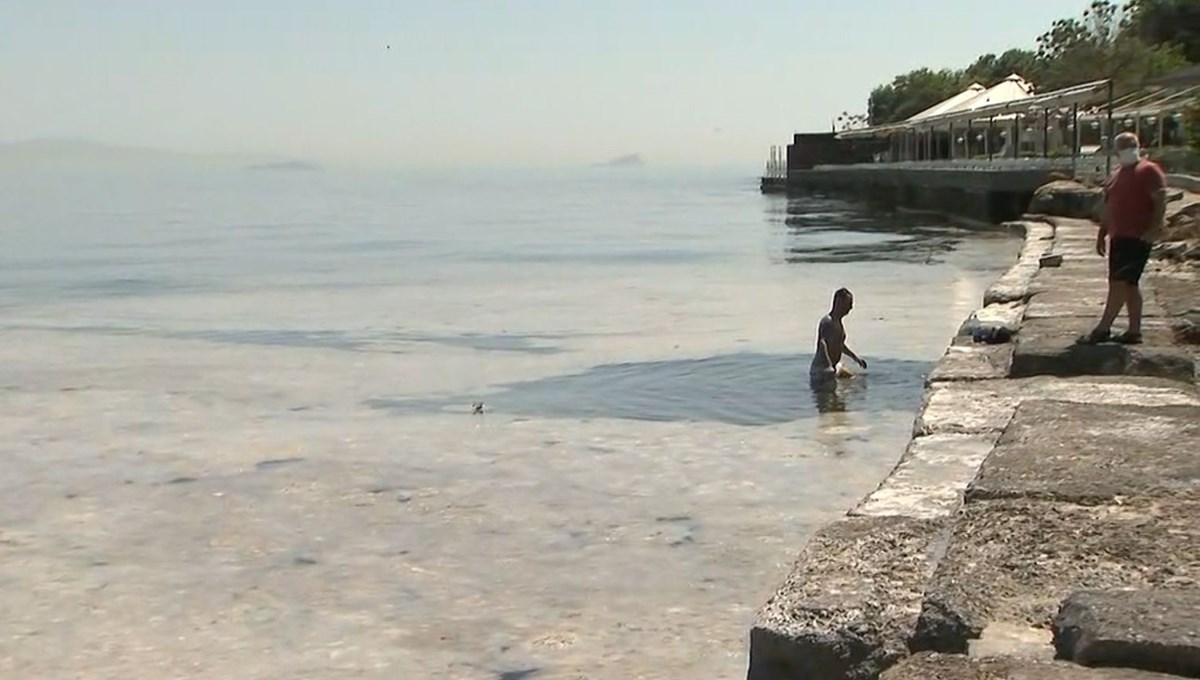İstanbul'da müsilaja rağmen denize giren turist şaşırttı