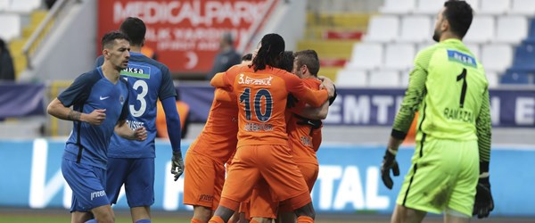 Medipol Başakşehir ligin ilk yarısını lider kapattı