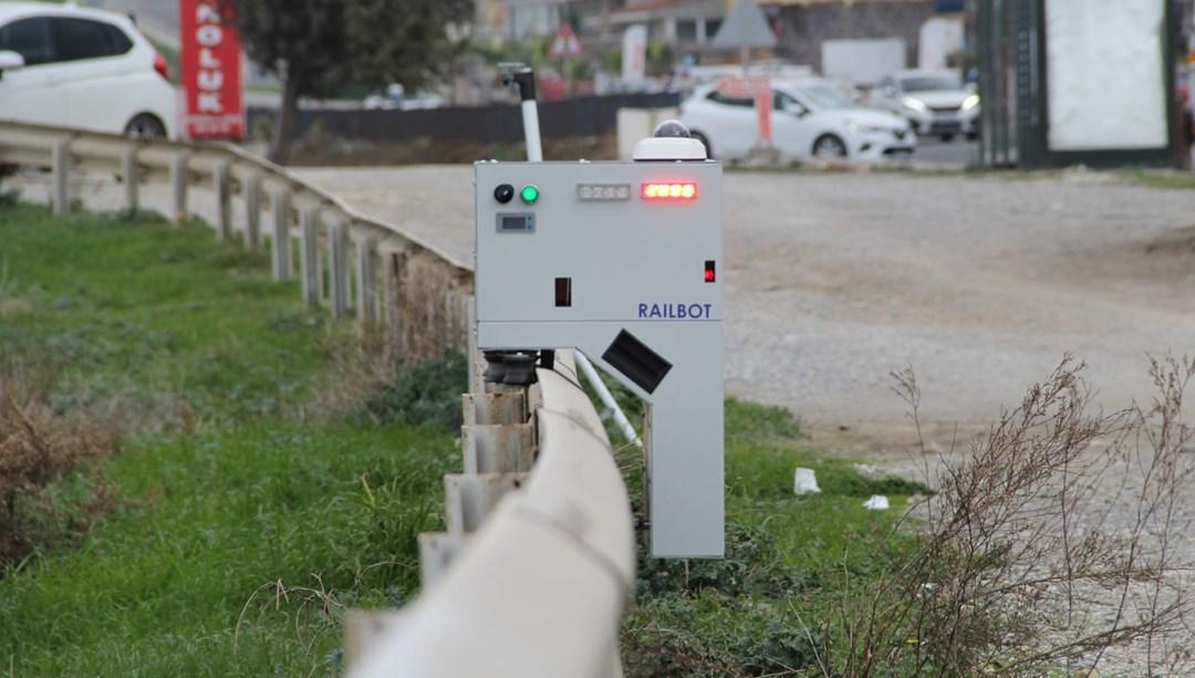 Trafik ihlali yapanlara karşı bariyerlerde gezen robot