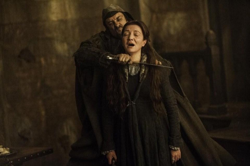 'Red Wedding'deRobb Stark, Stark'ın eşi, annesi Catelyn Stark da dahil olmak üzere hemen hemen bütün davetliler, düğün bandosu kılığına girmiş askerler tarafından katledilmişti. Bu olay, Kuzey isyanının da sonu olmuştu.