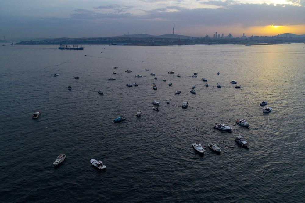 İstanbul Boğazı'nda balıkçıların zorlu mesaisi - 8
