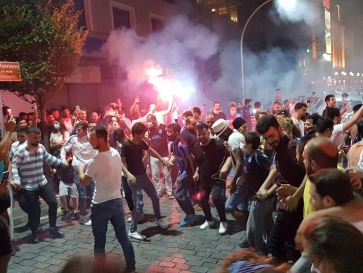 Trabzonspor'un 'corona önlemsiz' final sevinci