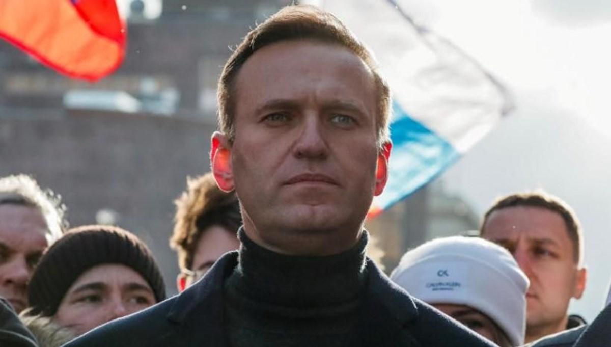 Rusya'da zehirlendiğinden şüphelenilen Navalnıy Almanya'daki bir hastaneye nakledildi