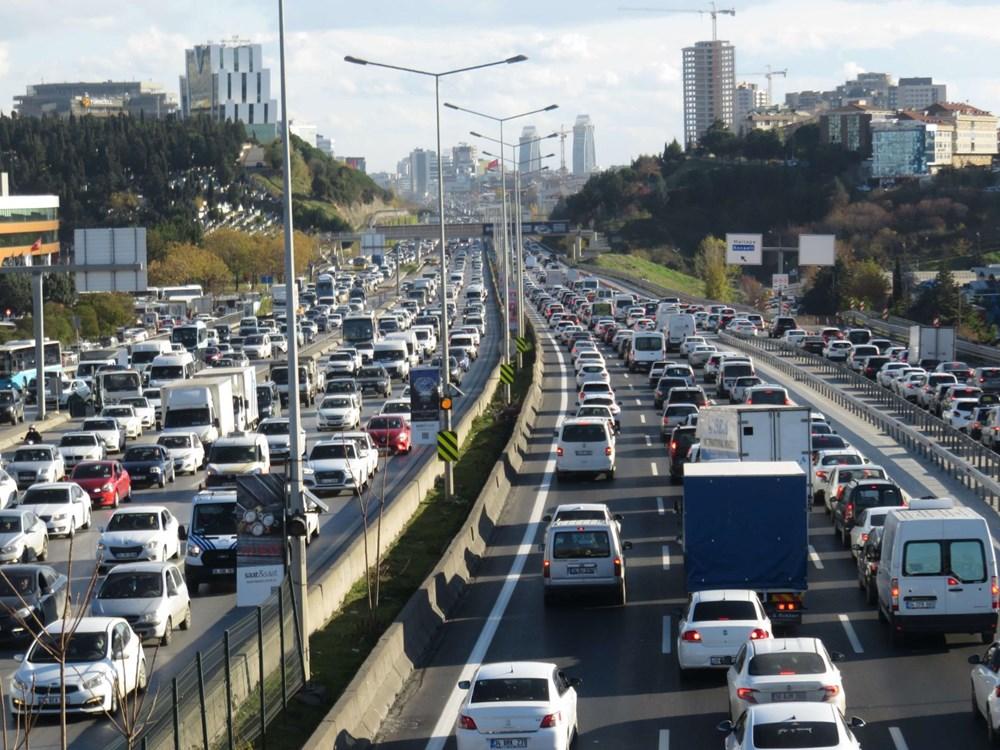 Hafta sonu kısıtlaması öncesi İstanbul trafiği kilit - 7