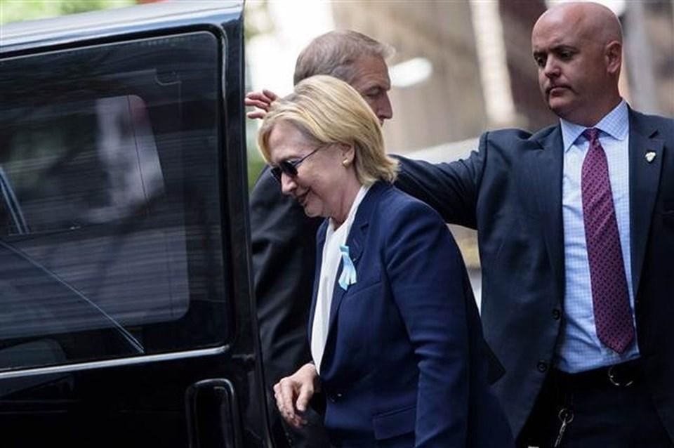 Clinton, kızının Manhattan'daki evinden çıkarken görüntülendi.