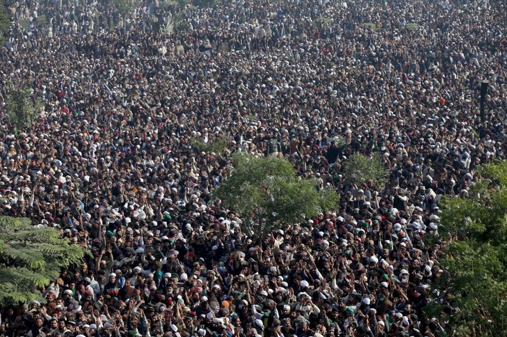 Pakistan'da on binler cenazeye katıldı - 8
