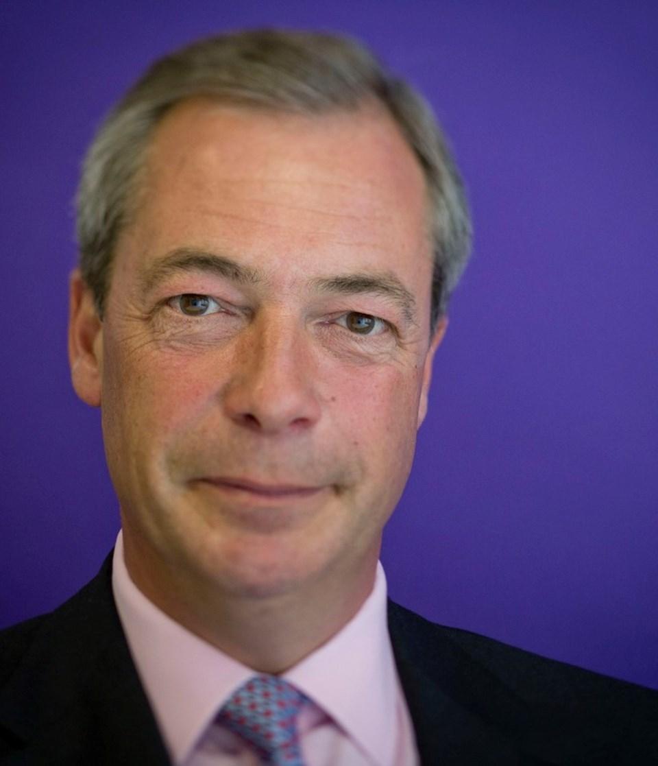 Nigel Farage'in partisi UKİP yüzde 12.5 oy almasına rağmen kendisi miletvekili seçilemedi.