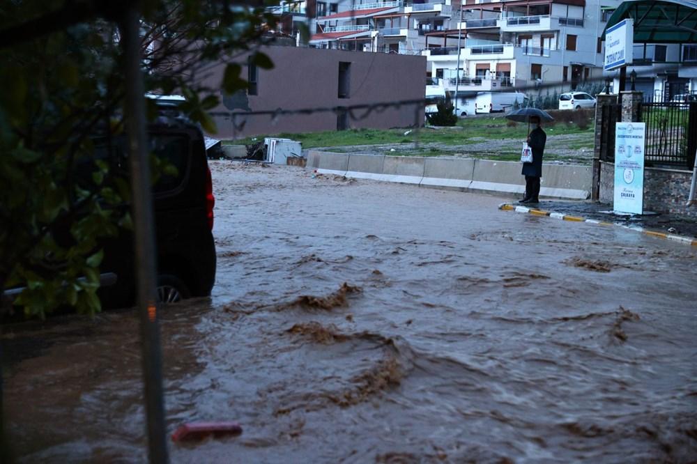 İzmir'i sel vurdu: 2 can kaybı - 15
