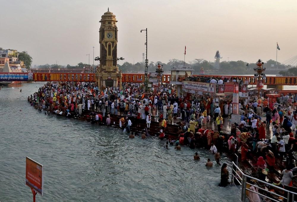 Hacılar Ganj Nehri'nde yıkandı: Hindistan'da günlük vaka sayısı rekor kırdı - 2