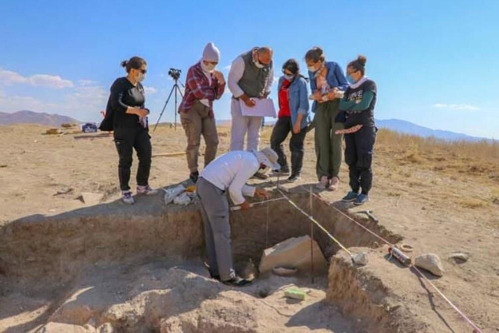 Takılarıyla gömülmüş Urartulu kadın mezarı ortaya çıkarıldı - 2