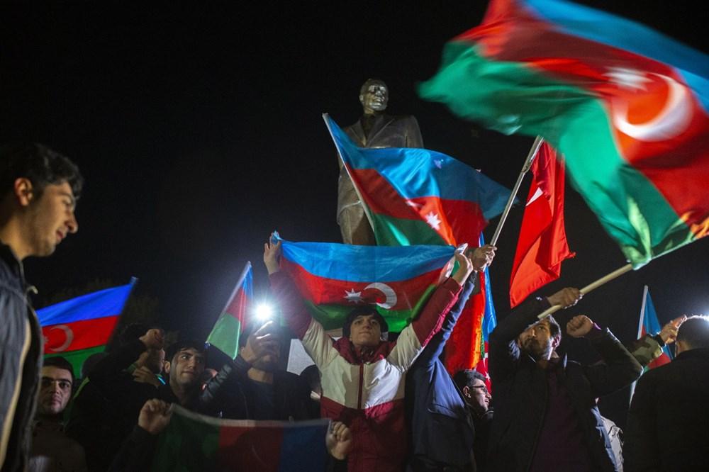 Azerbaycanlılar, Dağlık Karabağ'da varılan anlaşmayı coşkuyla kutluyor - 3