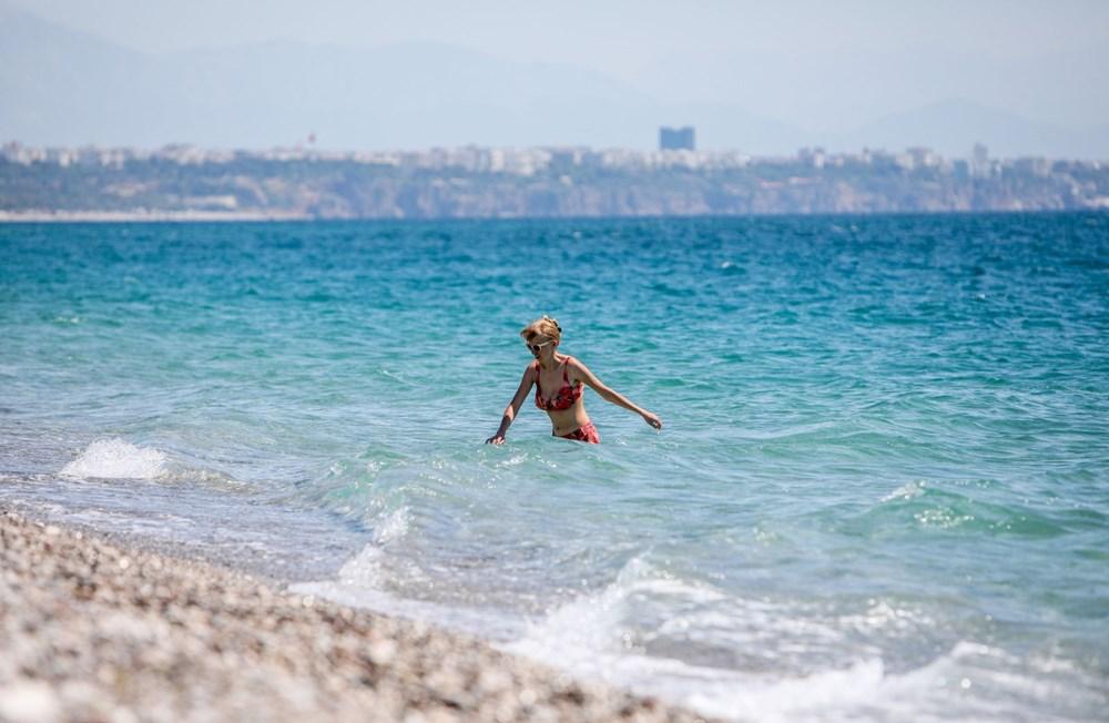 Kısıtlamadan muaf turistlerin deniz keyfi - 11