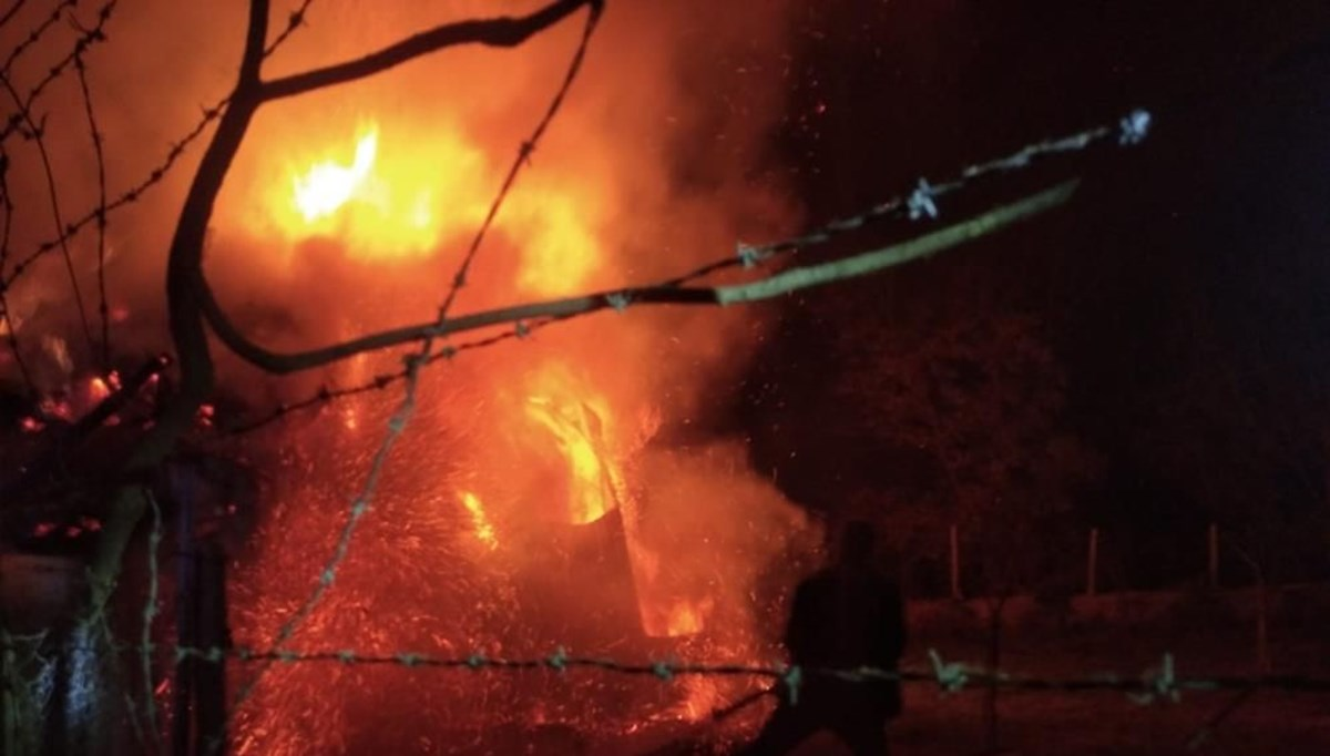 Erzurum'da yangın: 3 ev küle döndü