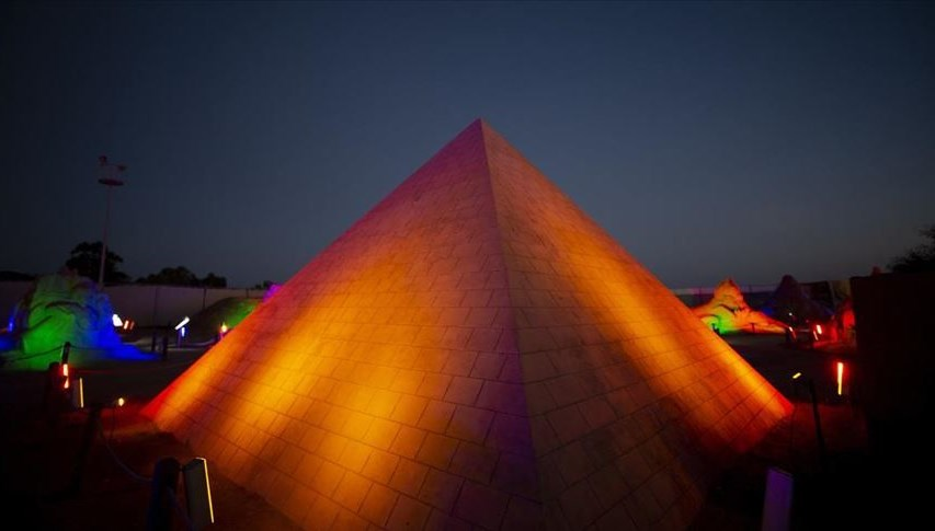 Antalya'daki kumdan Keops Piramidi Guinness'e aday