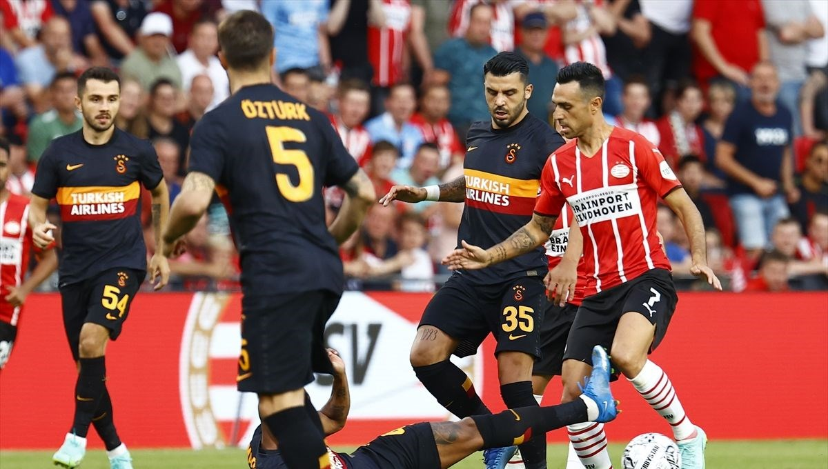 Şampiyonlar Ligi eleme turu: Galatasaray, PSV'ye farklı yenildi