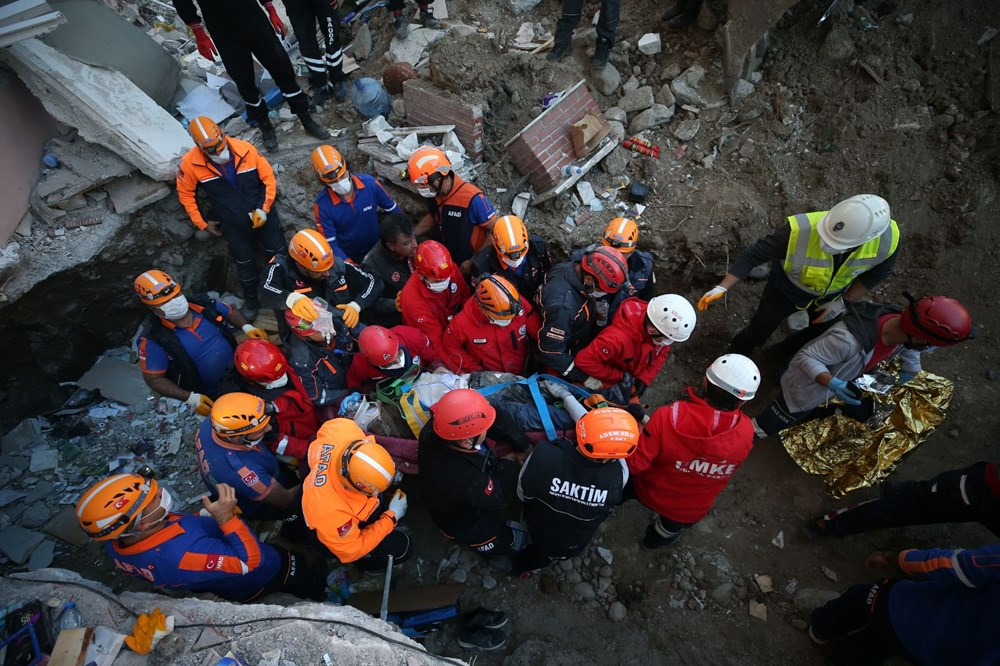 İzmir'de deprem sonrası enkaz altındakiler için zamana karşı yarış (26 saat sonra kurtarıldı) - 2