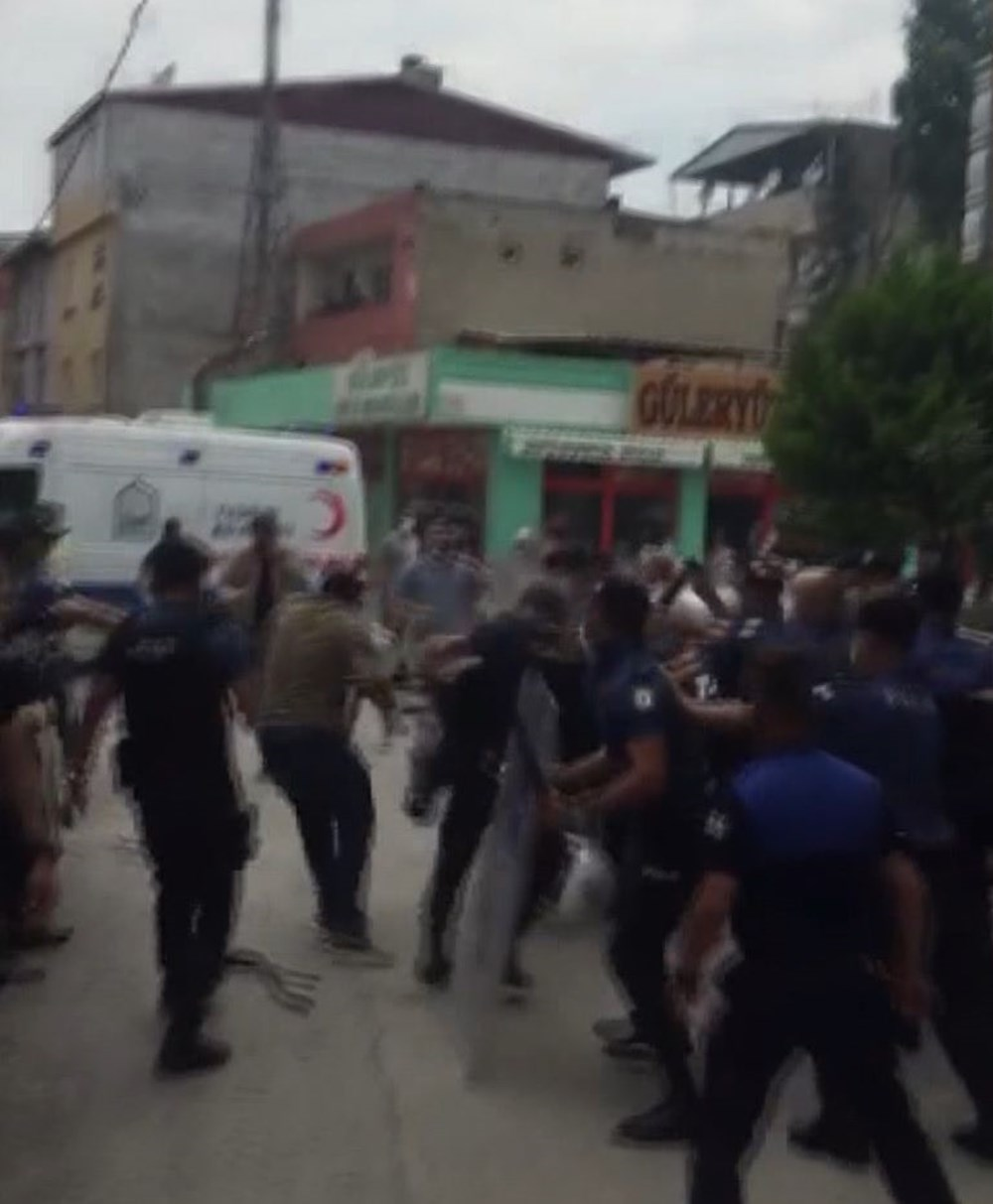 Bursa'da yıkım gerginliği: Polis ve zabıtaya taşlı sopalı saldırı - 5