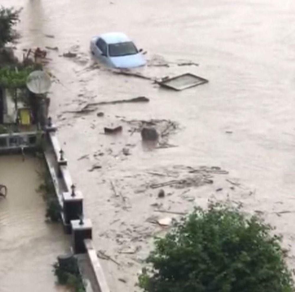 Batı Karadeniz'i sel vurdu: 13 yaşındaki kız çocuğu selde kayboldu - 14
