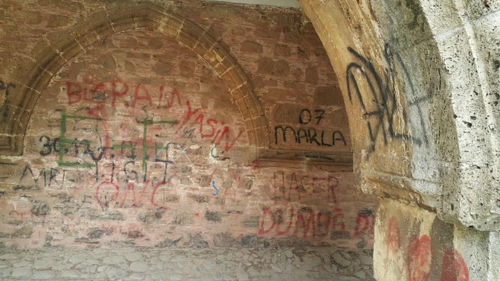 Tarihi Cihanoğlu Külliyesi'nin duvarlarına yazı yazılmasına tepki - 9