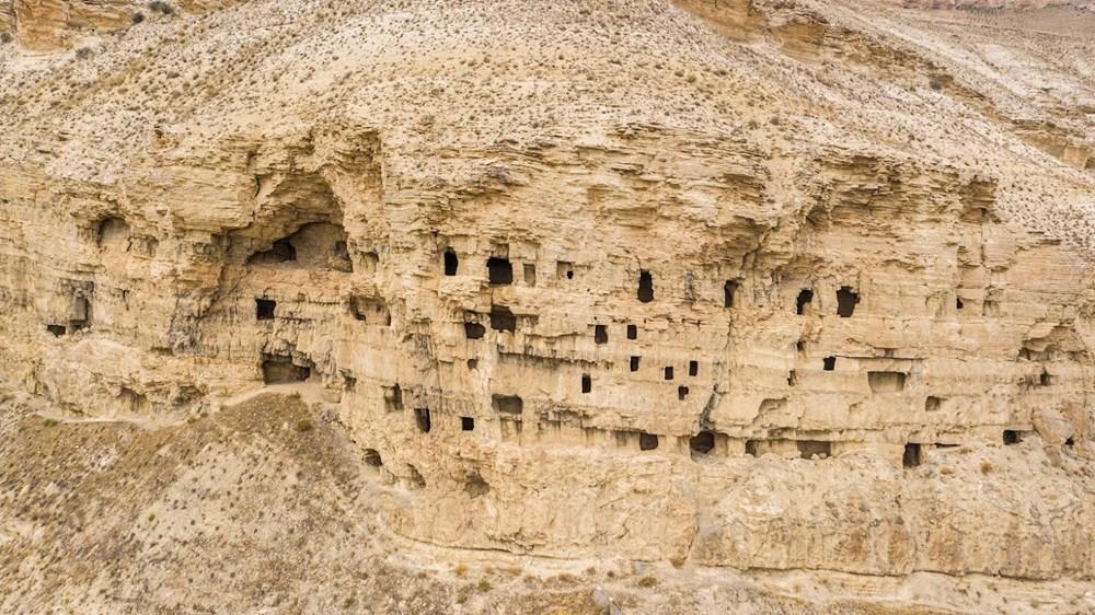 Sivas'ın 4 bin yıllık Hititler dönemi 'apartman mağaraları' ilgi çekiyor - 4