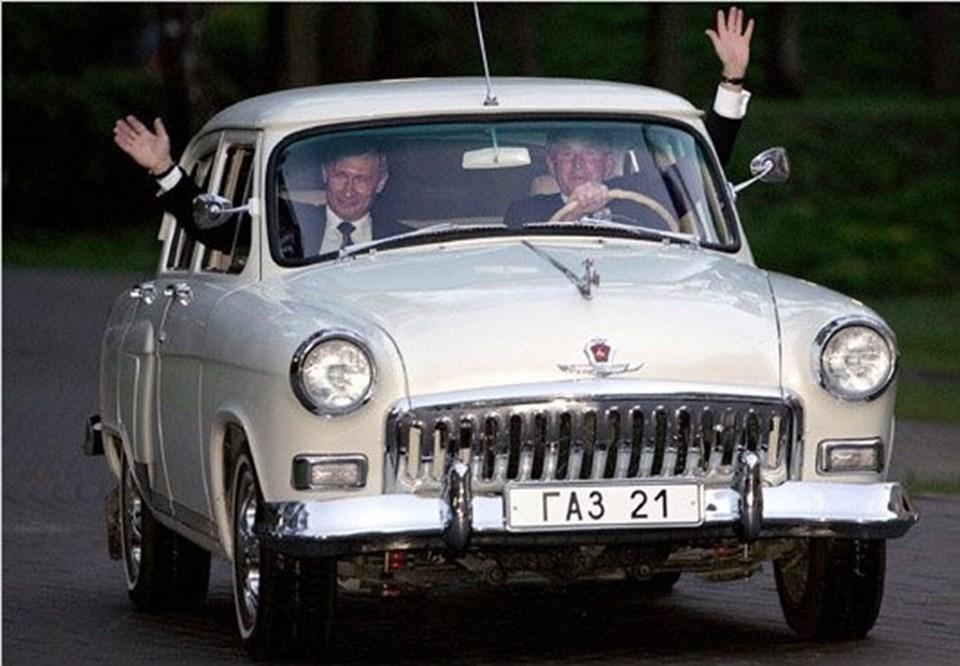 Dönemin ABD Başkanı George W. Bush (sağda) 2011'deki Rusya ziyaretindemevkidaşıPutin ile 1956 yapımı Volga'ya binmişti.