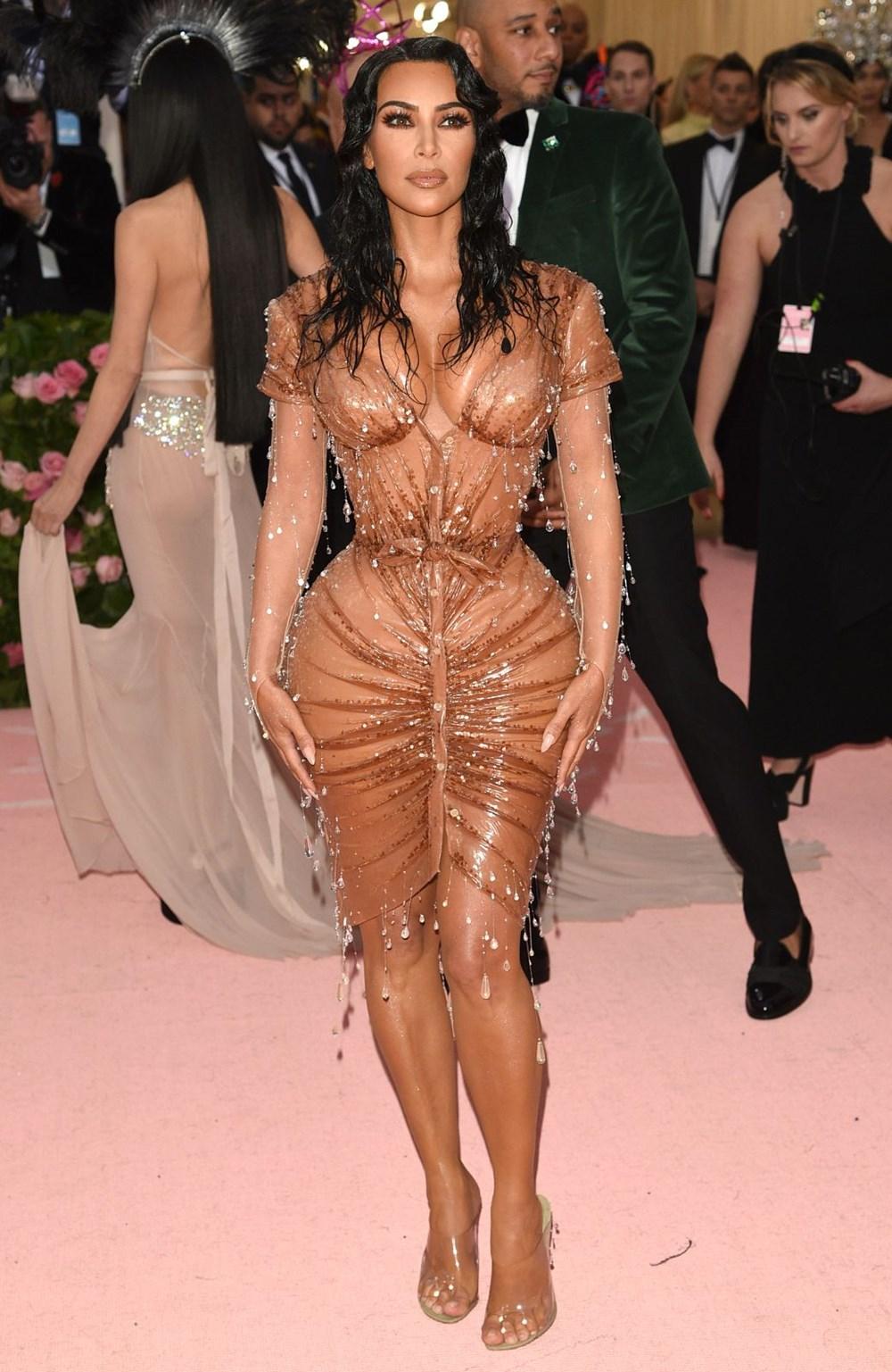 Kim Kardashian'ın imzasındaki ayrıntı - 7