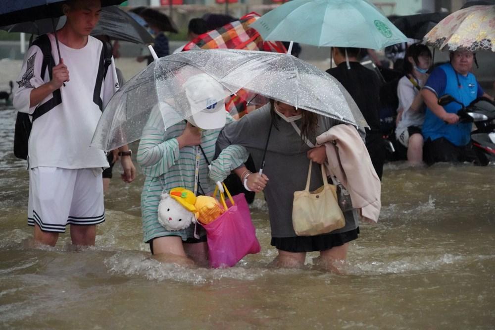 Çin'de 'bin yılın en şiddetli yağmuru' sele neden oldu: 16 can kaybı - 12